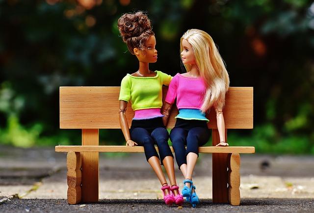 divatos barbie babák