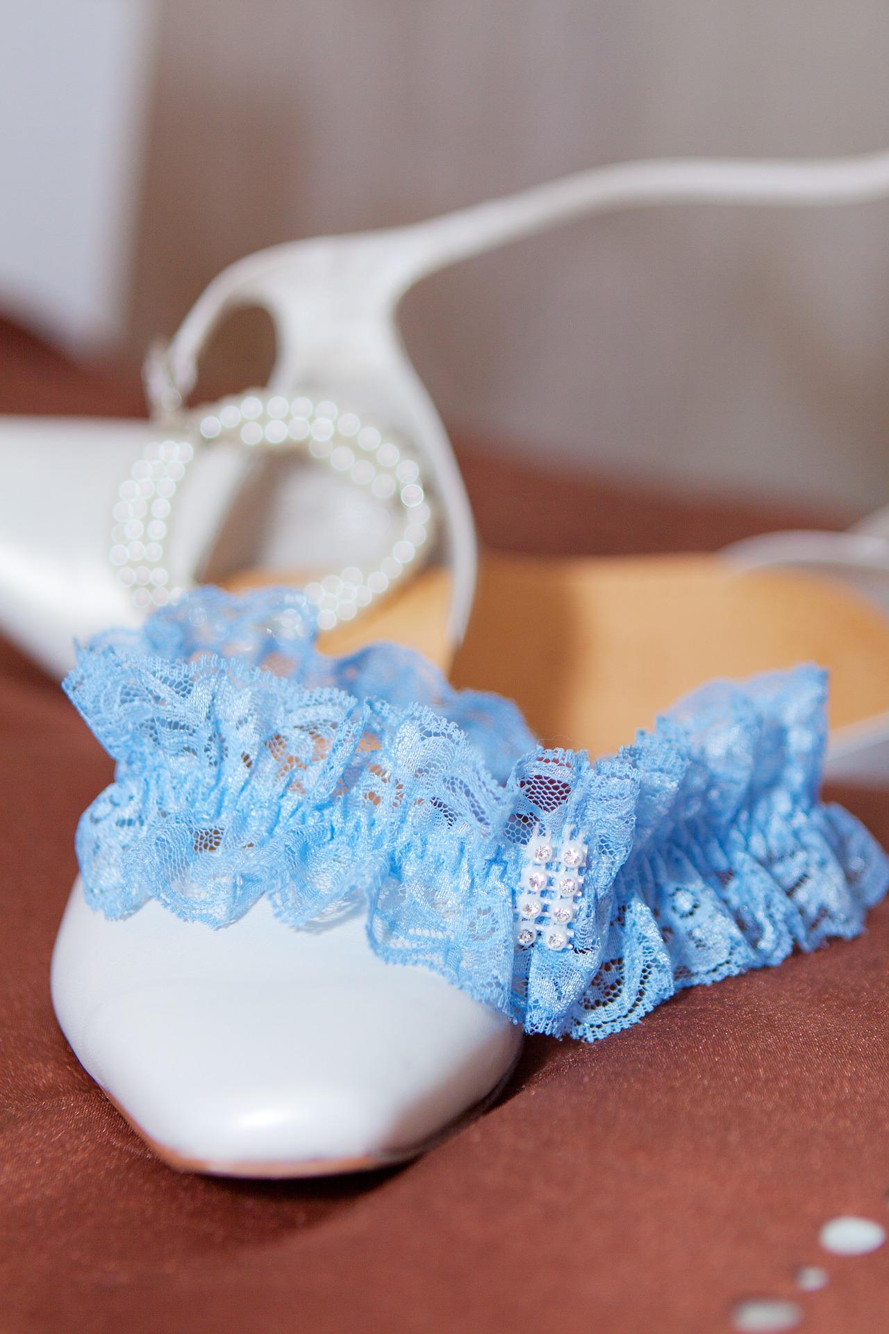 esküvői harisnyakötő